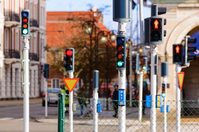 shutterstock_red light green light